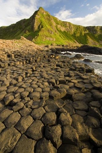 Basalto zutabeak Irlandako itsasertzea